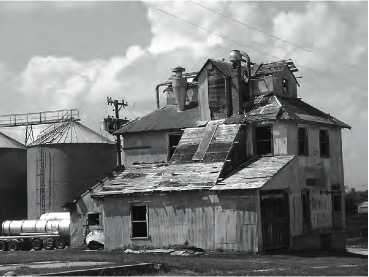 Former granary near Keystone XL route in Western, Nebraska. Photo by David Bond.